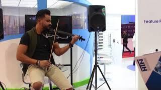"""استمع الي عزف موسيقي رائع لــ """"3 دقات"""" بمعرض CAIRO ICT"""