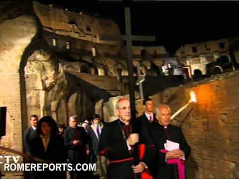 Va Crucis del Papa en el Coliseo de Roma
