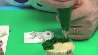 getlinkyoutube.com-Decorating Christmas Cupcakes with Chef Alan Tetreault of Global Sugar Art