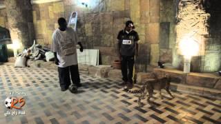لاعب الإتحاد فهد المولد يلعب بالكرة مع الفهد