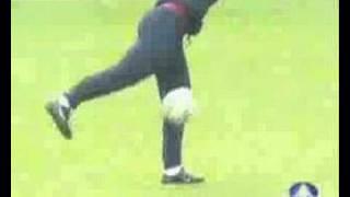 getlinkyoutube.com-Ronaldinho freestyle