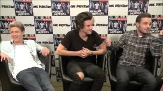 getlinkyoutube.com-Niall & Harry can't stop laughing at liam during interview (HILARIOUS) - Spain, Madrid 2013