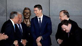 Quem viu o busto de Cristiano Ronaldo no Aeroporto da Madeira ficou com cara de estátua (vídeo)