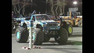 Predator vs Team Hot Wheels Monster Jam World Finals Racing Round 1 2002