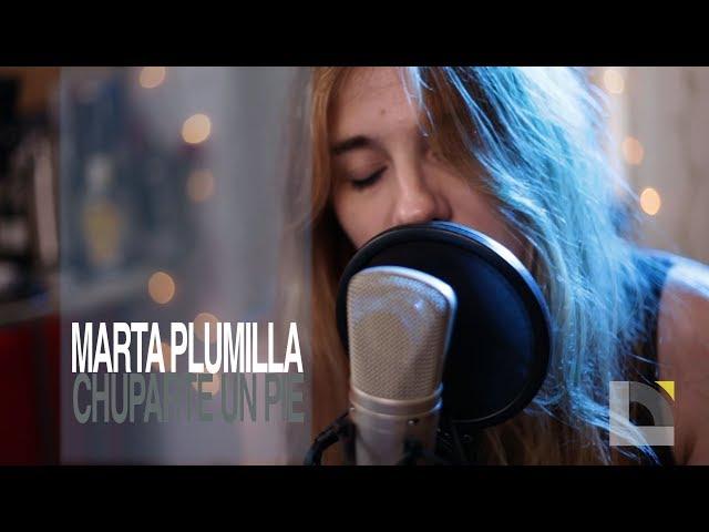 Video oficial de Chuparte un pie de Marta Plumilla