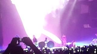 Miley Cyrus SMS (Bangerz) live Vienna Bangerz Tour opening
