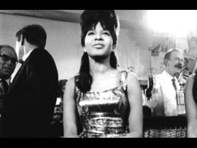 Video oficial de Don't Worry Baby de Ronnie Spector