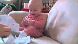 Bebê dando risada contagiante
