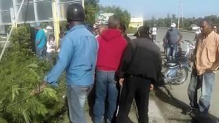 Vehículo cae al abismo en San Juan de la Maguana