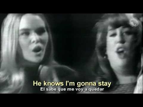 California Dreamin En Espanol de The Mamas The Papas Letra y Video