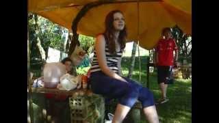 Ana canta no Acampamento de Tropa
