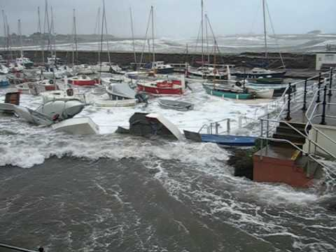 North Berwick Harbour dinghy park flooding 30 Mar 2010.AVI