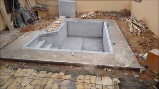 Construção de piscina de vinil