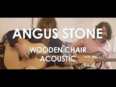 angus-stone-wooden-chair-acoustic-live-in-paris-3emegauche