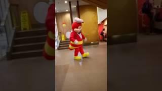 """Jollibee dancing """"sidekick"""" by """"dawin"""" #elijahrupert #jollibee #sidekickdawin"""