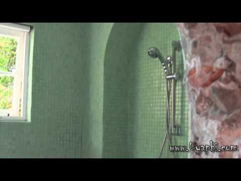 Colona Castle bathrooms