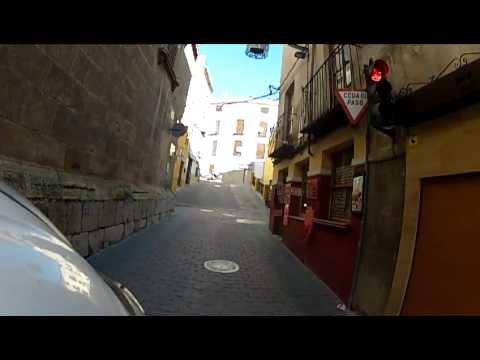 GOPRO HERO 2. Caravaca, por las callejuelas en moto hacia la muralla en lo alto.