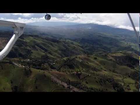 Von Tulcan nach Quito in Ecuador Süd Amerika im Hubschrauber.wmv
