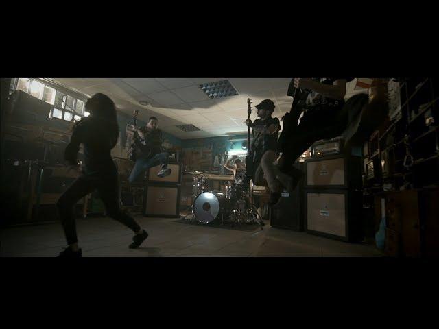 """Vídeo de la canción """"What You Are"""" de We Ride."""