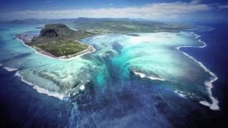 CASCADA DEBAJO DEL AGUA. Isla Mauricio