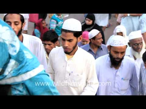'Allah ke bandey' – followers of Allah gather at Jama Masjid during Ramadan