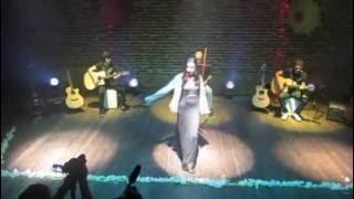 Helena Ribeiro canta Metamorfose Ambulante