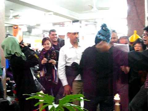 Instant mob at Kathmandu airport