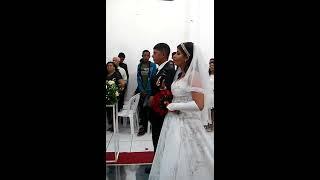 Aleluia. A noiva entra cantando!