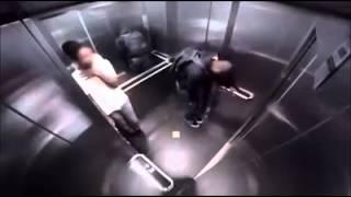 """""""SCHERZI BASTARDI""""Attacco di diarrea in ascensore!"""