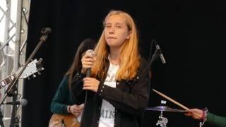 Aoakaso performing a Mariza song 'Melhor de Mim' at Largo do Chafariz in Funchal