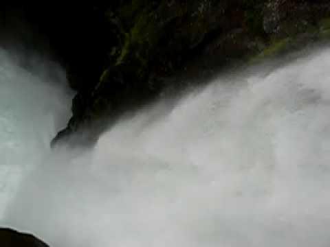Ecuador Pailon del diablo 2.MOV