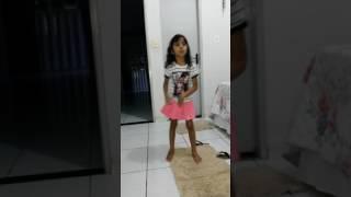 Menina de 6 anos dançando Ludmila:Bom
