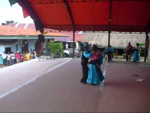 Baile en el Centro Cultura Antiguo Mercado de Masaya.