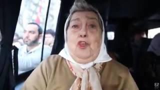 Madres de la plaza el pueblo las abraza