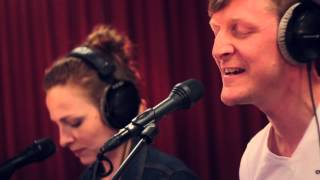Studio Brussel: Ozark Henry feat. Amaryllis - I'm Your Sacrifice (live)