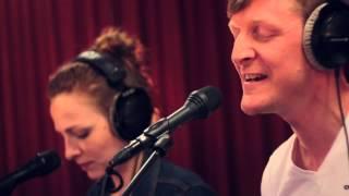 Studio Brussel: Ozark Henry feat. Amaryllis - I'm Your Sacrifice (live)