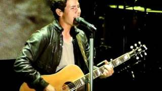 Nick Jonas singing Introducing Me live at Shoreline