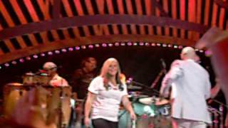 Pitbull -I Know You Want Me. live at count basie theatre