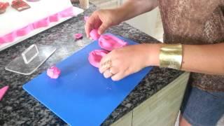 Como fazer laço com pasta americana.