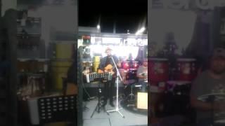 Palomazo en tienda de instrumentos musicales