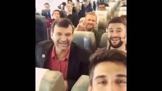 Jogadores da chapecoense fazendo zoaçoes no avião na hora da saída