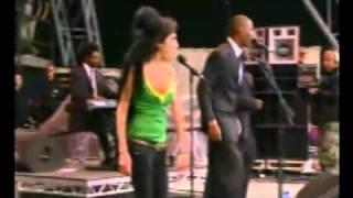 Amy Winehouse-Addicted (Live Glastonbury 2007)