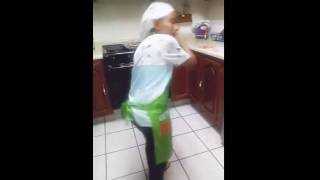 Doña mari cocinando