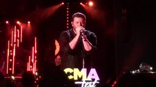 "Chris Young ""Losing Sleep"""