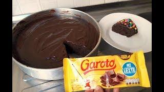 Massa de bolo de chocolate com cobertura de brigadeiro
