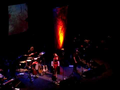 neko-case-this-tornado-loves-you-live-at-the-beacon-theatre-nyc-11-16-09-prprosnj