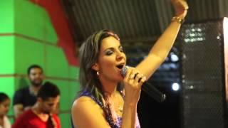 """Viviane Arruda canta """"Tudo é do Pai"""""""