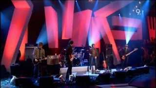 Kasabian - Shoot The Runner (Live Jools Holland 2006)