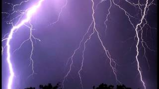 Thunderstorm sound effect - close