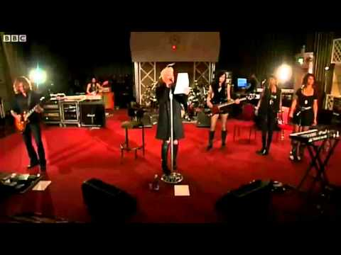 pnk-girl-on-fire-live-bbc-radio-1-live-lounge-wellinton-junior